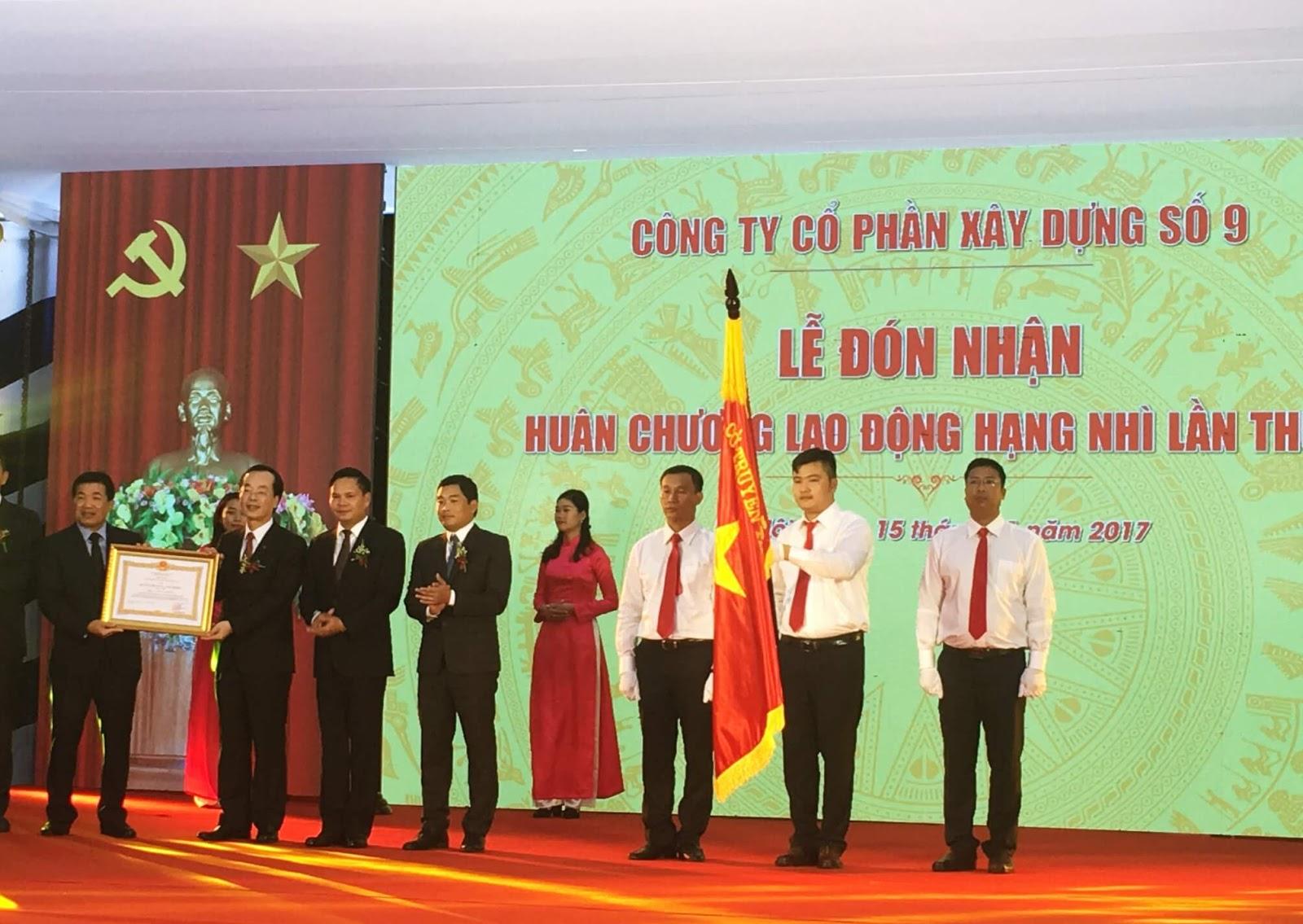Vinaconex 9 nhận giải thưởng huân chương lao động hạng nhì