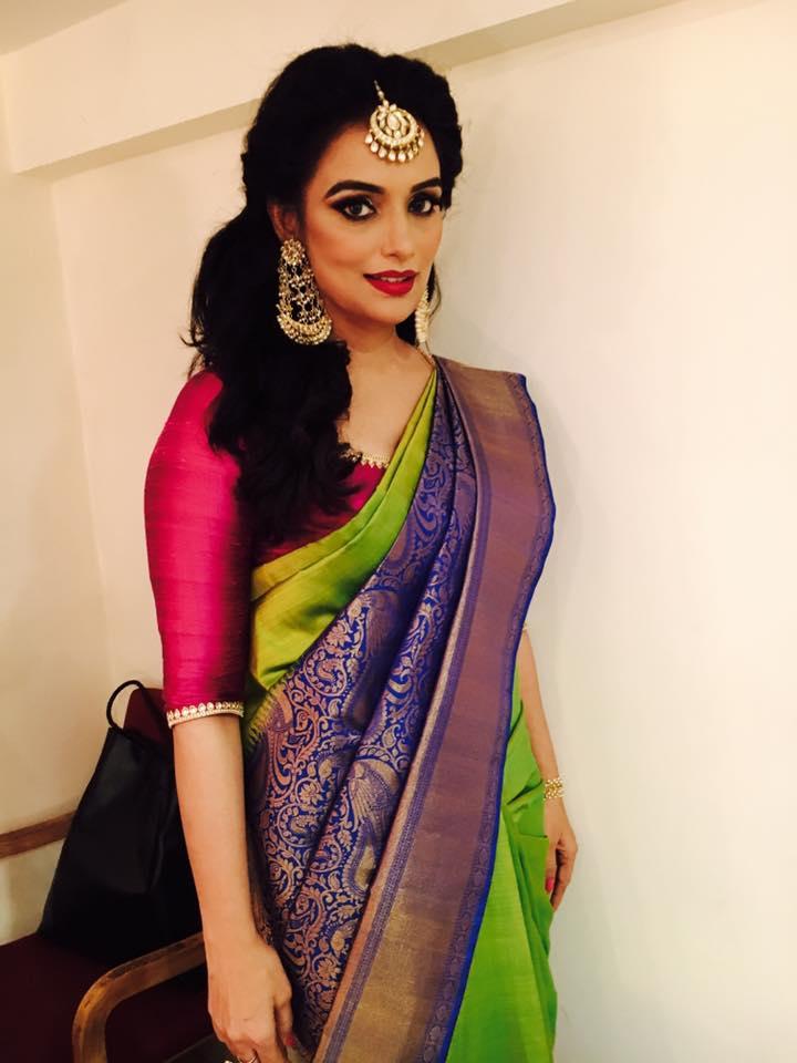 Swetha Menon Hot Photo Gallery  Saree Hot Pics  Indian