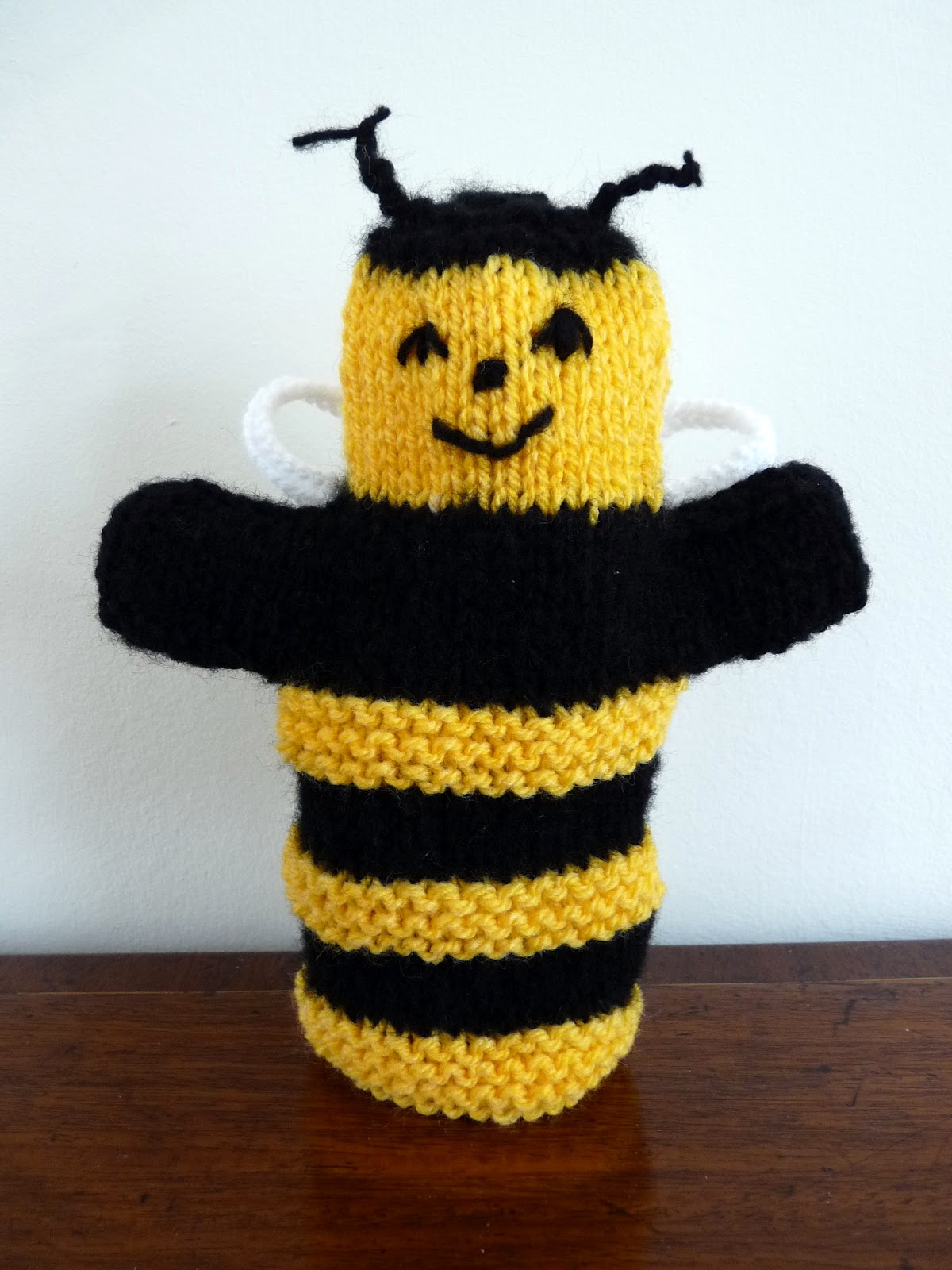 Musings of the puppet lady bumble bee puppet knitting pattern for Bee finger puppet template