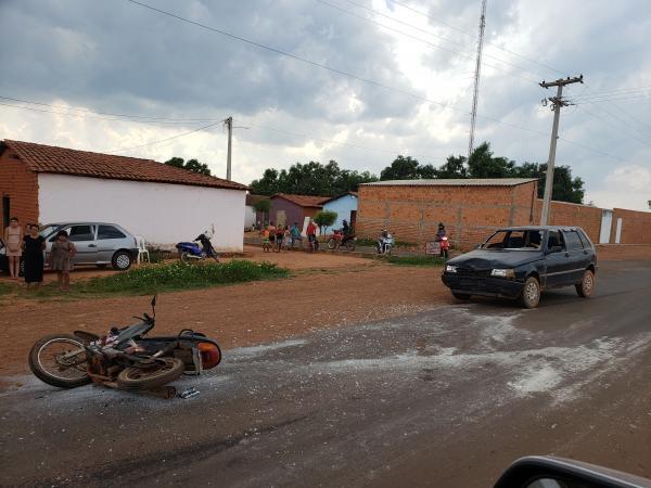Acidente entre carro e moto em Baixa Grande do Ribeiro