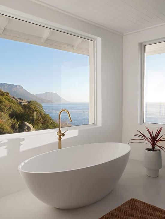 Safari Fusion blog | Summer sea views | A bath with water views at Icaria / Bantry Bay, South Africa