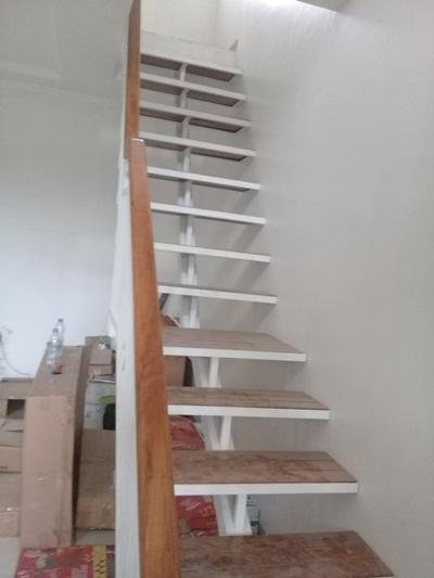 tangga-besi-minimalis-kayu