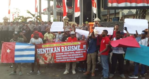 Kecam Rasisme, Mahasiswa Papua di Jember Gelar Aksi Keprihatinan