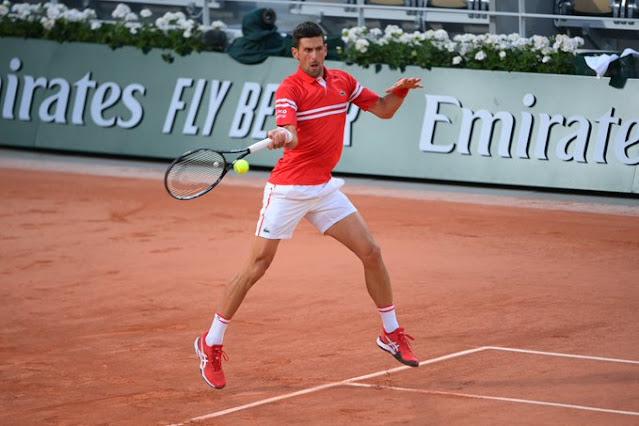 Novak Djokovic vence com tranquilidade na estreia em Roland Garros