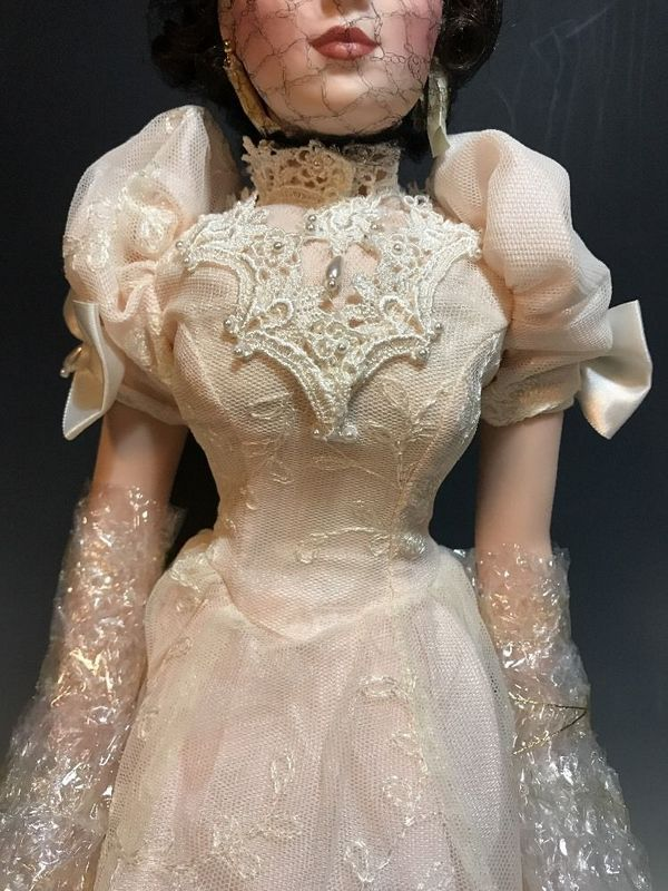 Franklin Mint 5 Pairs Of White Gloves For FM Jackie Kennedy Doll