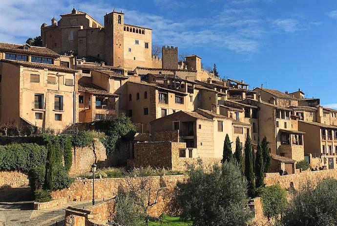 Fachadas de las casas de Alquézar