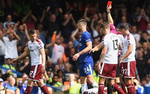 Thẻ đỏ của Cahill là bước ngoặt của trận đấu