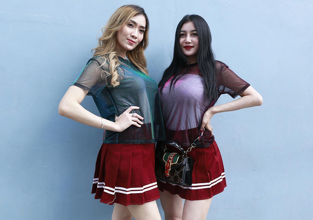 Oza Kioza - Personel Baru Duo Serigala pose menantang
