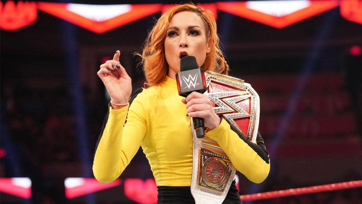 """Becky Lynch """"trolla"""" os fãs ao brincar sobre retorno no Royal Rumble"""