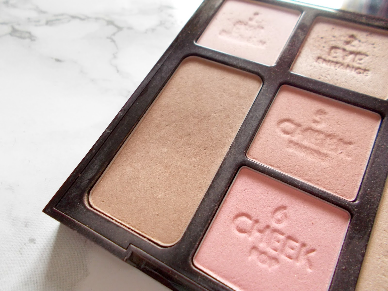 charlotte tilbury bronze and glow instant look in a palette