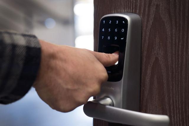 contoh penggunaan keamanan biometrik