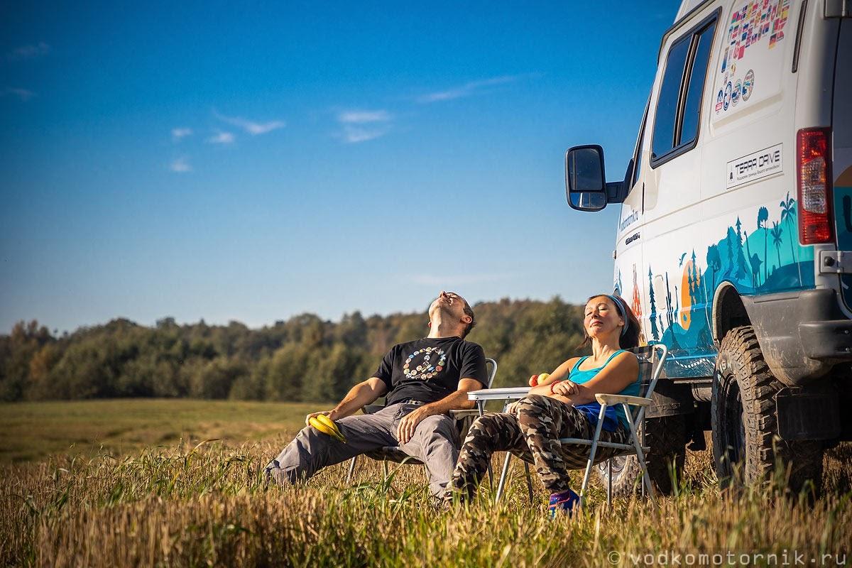 Экипаж ГАЗ Соболь 4х4 самый западный принимает солнечные сентябрьские ванны