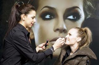 Specialiștii în HR arată ce avantaje nebănuite poate aduce un curs de make-up