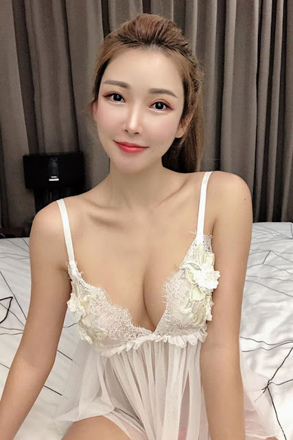 Hot and sexy big boobs photos of beautiful busty asian hottie chick Malaysian booty model Gatita Yan photo highlights on Pinays Finest sexy nude photo collection site.