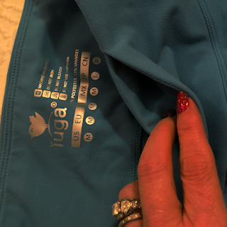 Photo of built-in pocket in the waistband of the IUGA workout leggings/yoga pants