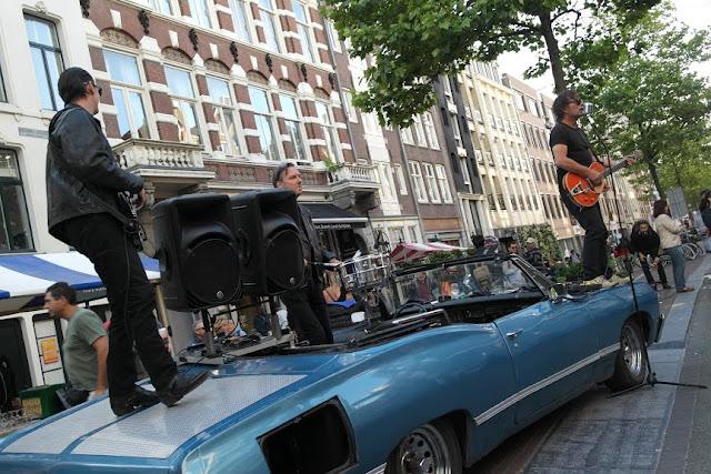Musicisti su auto