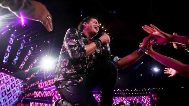 Carlos Vives se despidió del festival de Viña del Mar con dos gaviotas (Vídeo)