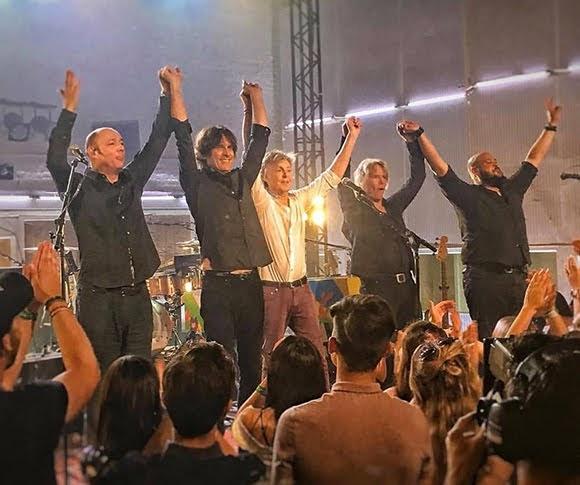 Paul McCartney donne un concert dans les célèbres Abbey Road Studios, à Londres (23 juillet 2018).