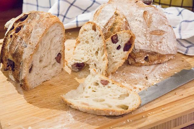 oliivileipää hapanjuurella