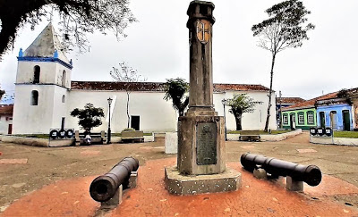 Praça Martim Afonso de Souza, Cananeia. Foto: Natália Bastos.