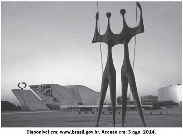 Na Praça dos Três Poderes, está o símbolo daqueles que construíram e foram os primeiros habitantes de Brasília