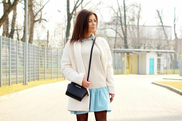 Płaszcz Ecru z ala jeansową sukienką - Czytaj więcej