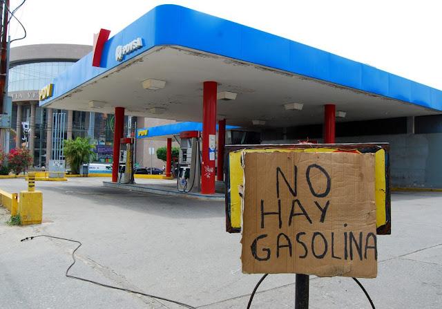 VENEZUELA: Año inicia con estaciones cerradas y largas colas para surtir gasolina en el interior del país.