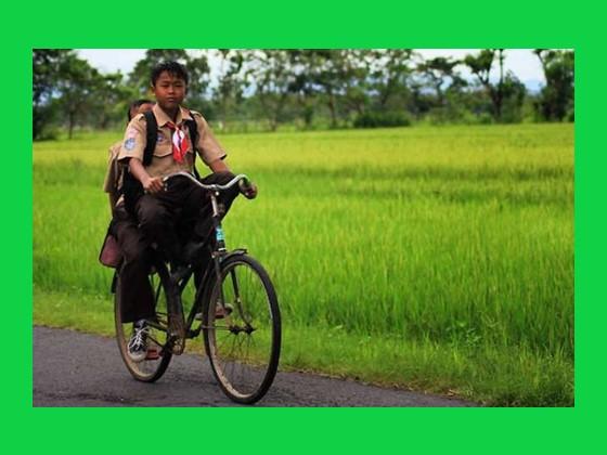 anak mengendarai sepeda sebagai contoh usaha