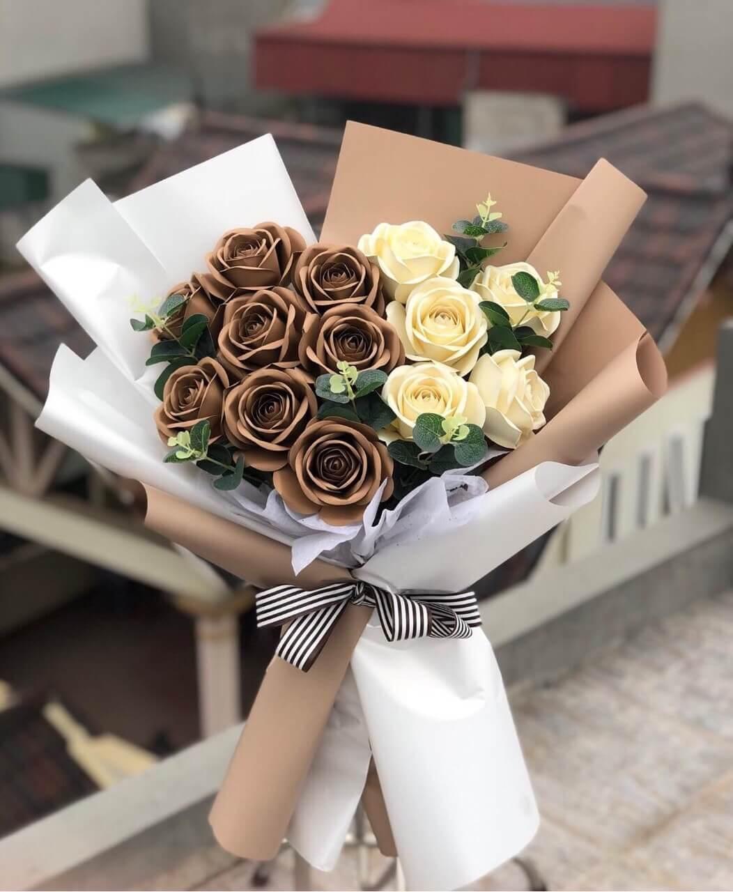 Bó hoa hồng 13 bông 2 màu