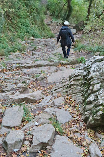 A rocky section of the Direct Route trail on Bismantova.