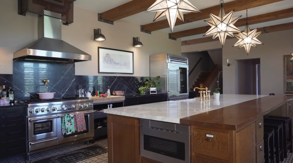 36 Interior Design Photos vs. 100821 E Brandon Dr, Kennewick, WA Luxury Mansion Tour