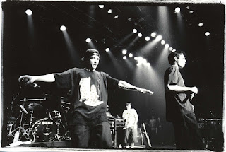 Fotografía en Blanco y Negro de un concierto de Beastie Boyes en Japón. Autor: Masao Nakagami 16 de septiembre de 1992