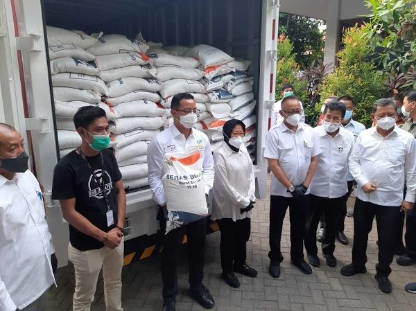 Keluh Kesah Warga Penerima Paket Sembako Dikorupsi: Pantes Kualitas Beras Buruk!