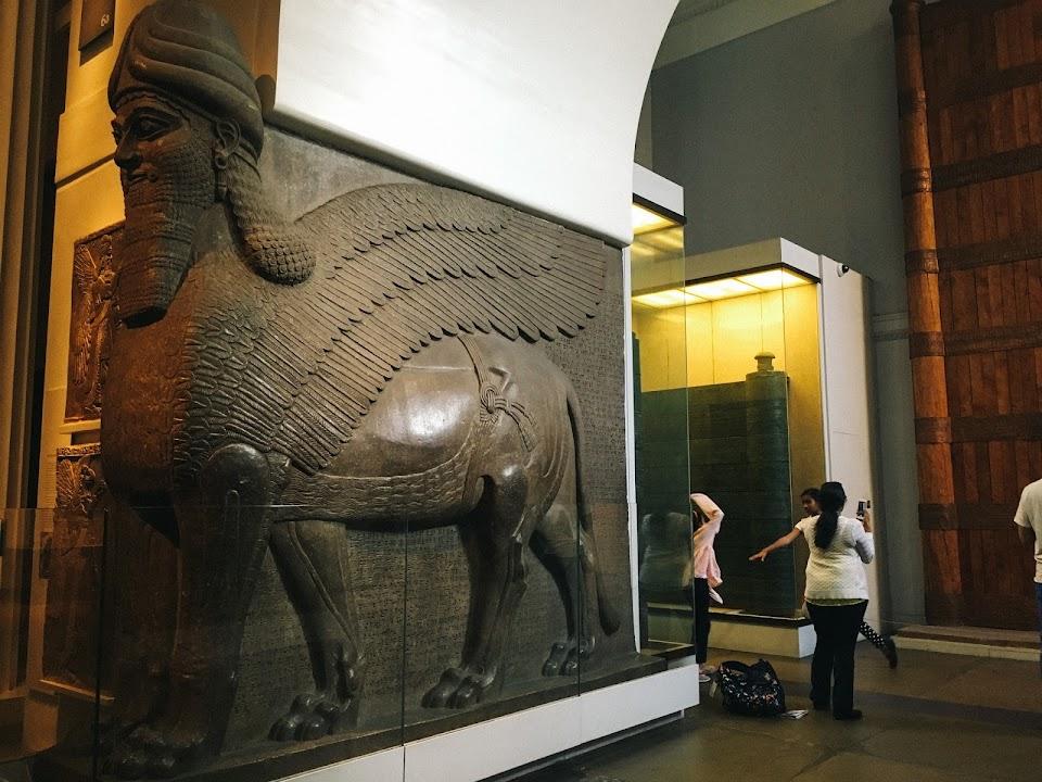 アッシリアの守護獣神像(Assyrian gateway figures)①