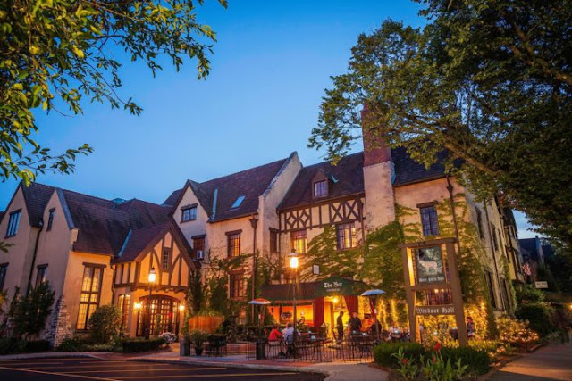 The Deer Path Inn has set the English innkeeping standard for exceptional dining and hotel accommodations on Chicago's North Shore since 1927. Book today!