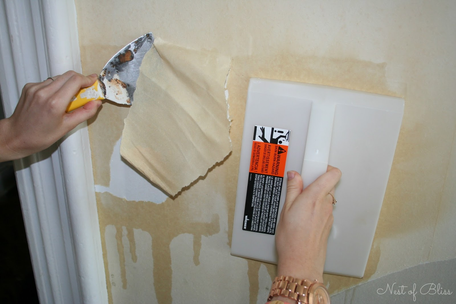 Wallpaper removal with wallpaper steamer