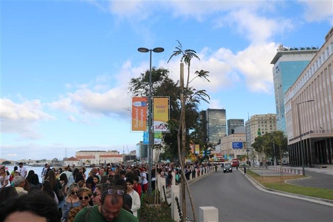 fila-pessoas-casa-de-portugal