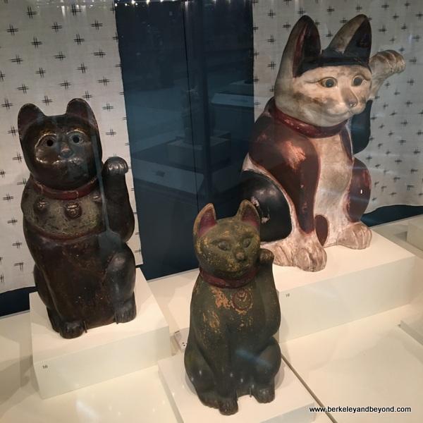 good luck Maneki Neko cats displayed at San Francisco Airport