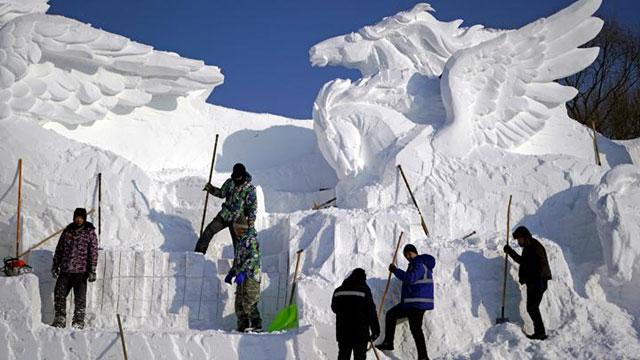 Membuat Patung Salju
