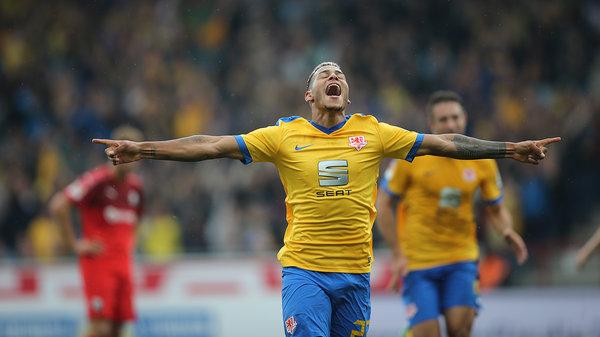 Hernández, de 24 años, nacido en Morón (Ciego de Ávila), comenzó su carrera en el Arminia Bielefeld, antes de pasar por las filas del Werder Bremen II, Wolfsburgo II y Eintracht Braunschweig.