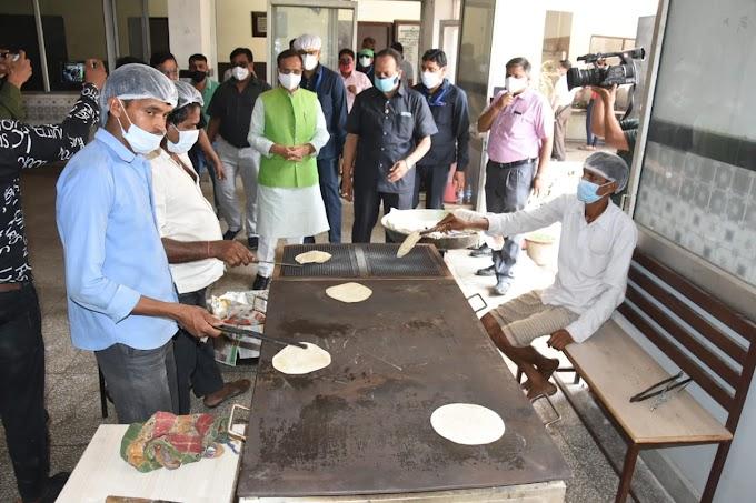 मारवाड़ी कम्युनिटी किचन पहुंचे उपमुख्यमंत्री डॉ. दिनेश शर्मा, कही ये बात