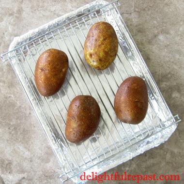 Crispy-Skinned Fluffy Baked Potatoes - Jacket Potatoes / www.delightfulrepast.com