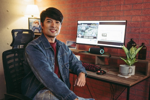 Joross Gamboa for LG UltraWide™ monitor