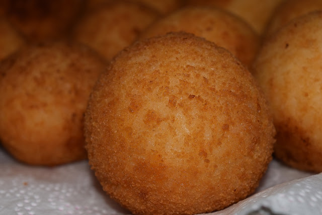 A picture of supplì, deep fried rice balls
