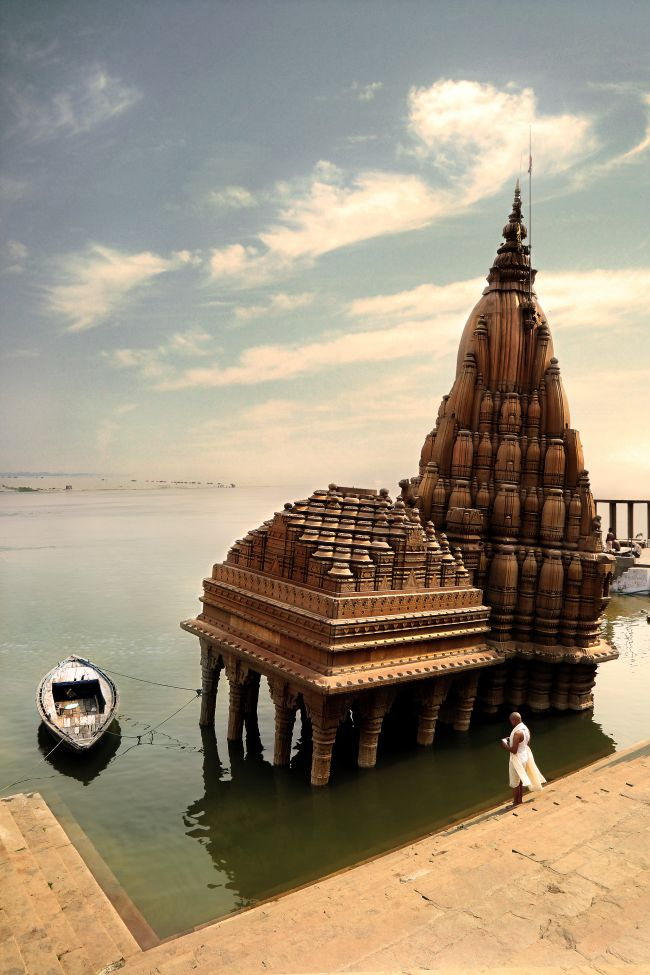 Ratneswar Mahadev Temple, the Leaning temple of Varanasi