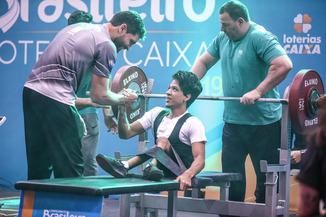 Paratleta de Águas Claras conquista campeonato brasileiro e promove ação para  adquirir nova cadeira de rodas