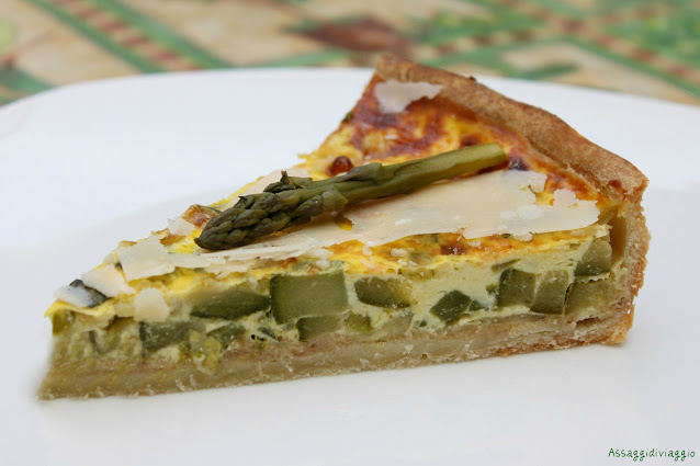 Quiche di zucchine e asparagi con scaglie di Parmigiano