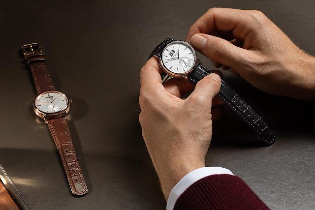 A. Lange & Söhne Saxonia Outsize Date with argenté dial
