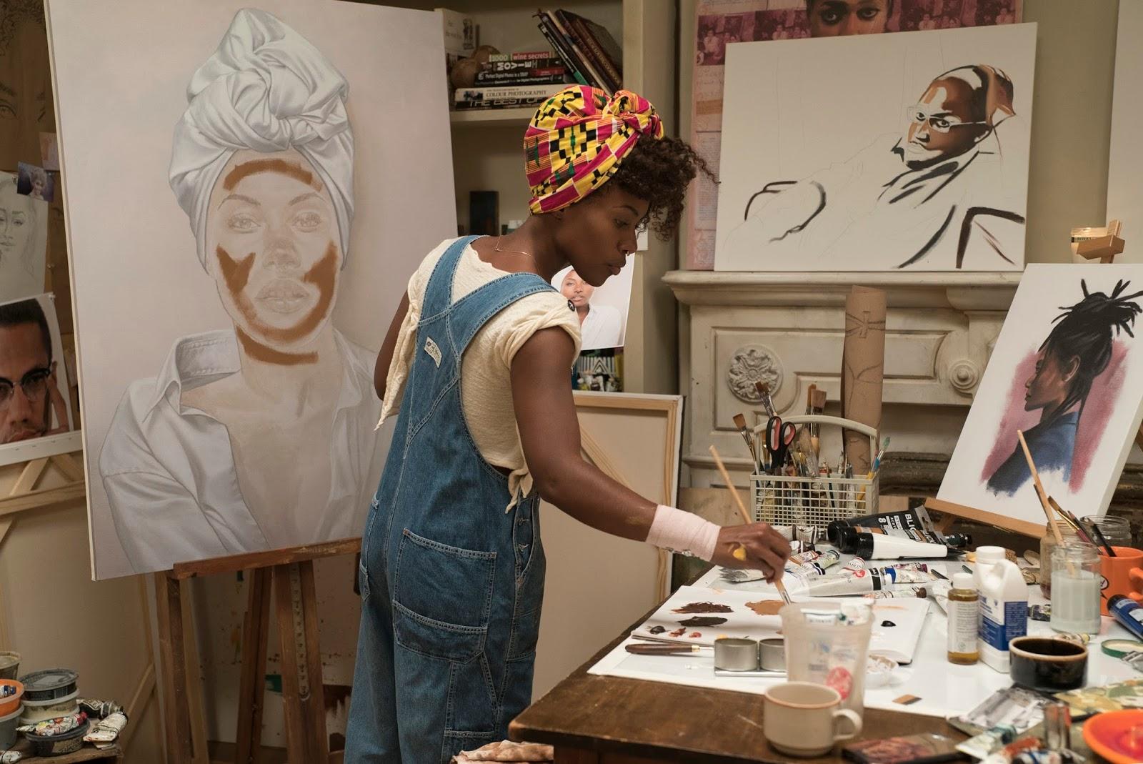 Nola Darling en su taller de pintura en una escena de She's Gotta Have It