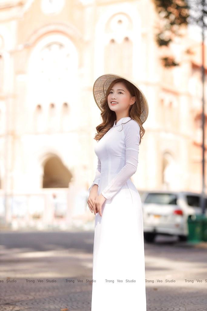 Ngắm hot Girl Thu Hương xinh đẹp như hóa trong tà áo dài trắng bên cúc họa mi - 6